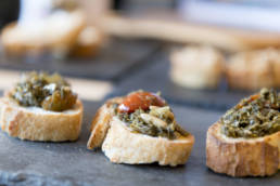 Crostini mit sizilianischem wilden Fenchel Pesto