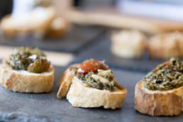 Crostini mit sizilianischem wilden Fenchel Pesto