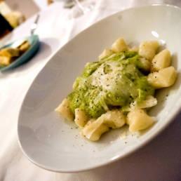 Hausgemachte Gnocchi mit Zucchine Creme und Minze