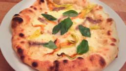 Pizza im Ofen gebacken mit Pizzateig von LuisaKocht