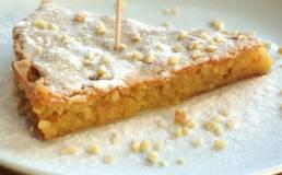 Caprese Kuchen mit Limoncello liquor aus der Amalfi Küste